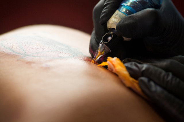 Tattoo being made_2