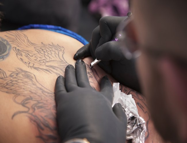 29b7e43f8fe57 Getting_a_Tattoo___iStock_000021229781_Medium